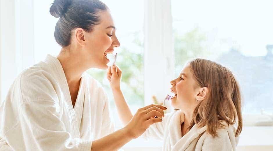¿Cómo debemos cepillarnos los dientes?