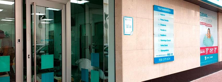 Fachada de Dental Company Cuevas.